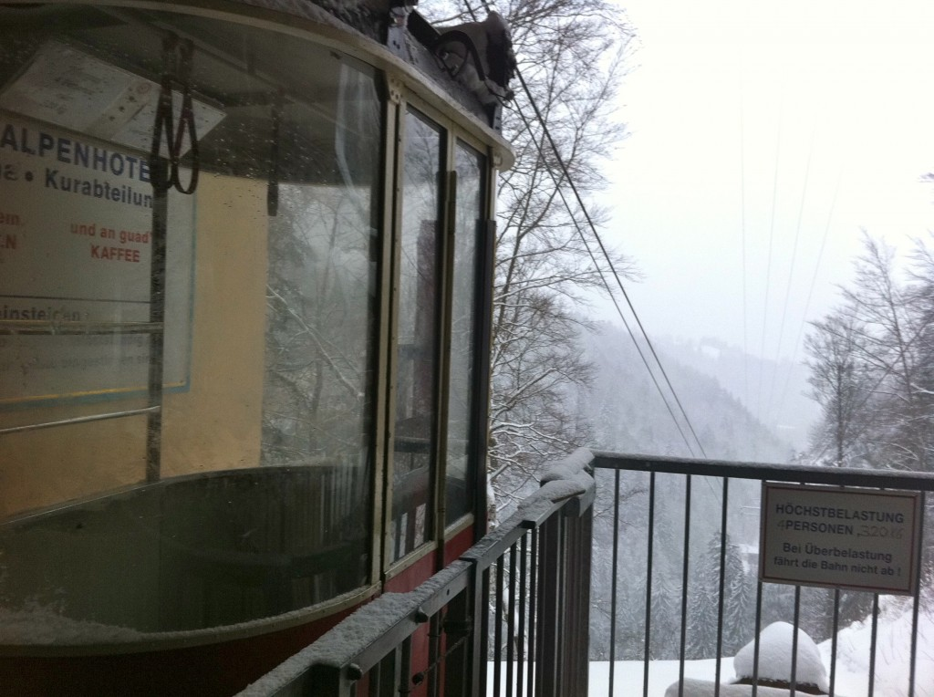 Self-operated gondola that transfers passengers back and forth from the hut.